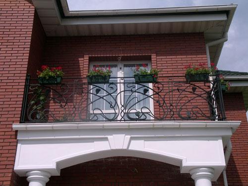 Кованые балконы пример
